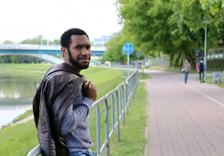 Papua new guinea, Inspiring story of Solomon Hombiku