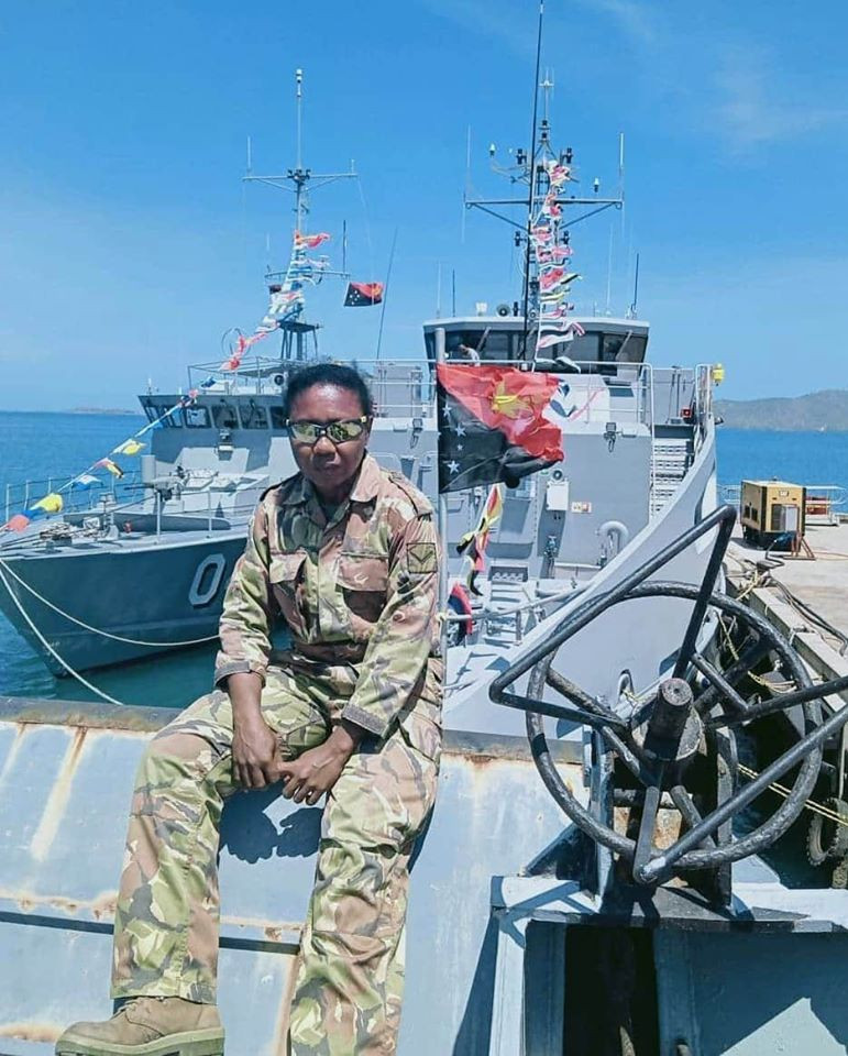 papua new guinea woman in defense force